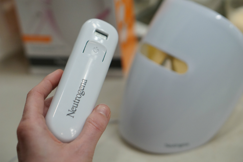 Neutrogena-Light-Therapy-Acne-Mask